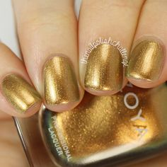 gold.quenalbertini: Liquid gold shimmer nails