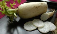 Alla scoperta del daikon proprietà e utilizzi di un tubero noto come ravanello bianco o giapponese con i consigli su come cucinarlo.