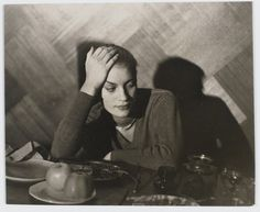 Man Ray- Lee Miller accoudée vers 1932