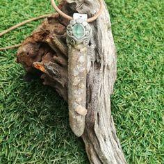 Spirit Quartz and Fluorite pendant Spirit Quartz, Bottle Charms, Crystal Jewelry, Charmed, Christmas Ornaments, Crystals, Pendant, Holiday Decor, Accessories