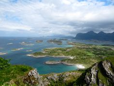 This beautiful island north of the Arctic Circle is situated in Steigen, close to the Lofoten Islands