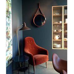 A perfectly styled GUBI corner by @ingermarienordrum includes the comfy Adam chair, G10 floor lamp, TS table and the Adnet circulaire mirror. #gubi #gubiofficial #gubistore #adamchair #kerstinholmquist #g10floorlamp #gretagrossman #tstable #gamfratesi #adnetcirculairemirror #adnetmirror #jaquesadnet