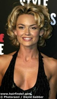 Kelly Carlson with her hair in short bouncy curls, created with rollers and strong gel.