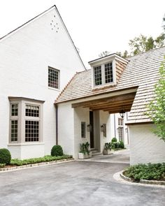 We have a Porte-cochere like this w/o the dormer though and we LOVE it! If I was to ever own another home it would have to have a Porte-cochere. Houses Architecture, Architecture Details, Classical Architecture, Landscape Architecture, Style At Home, Porte Cochere, Atlanta Homes, Breezeway, Home Fashion