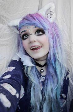 cat ears, hair dye, and kitten Bild