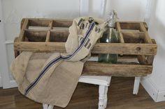 shabby , wooden box, Eine tolle, sehr große, alte Syphonkiste aus Holz aus Frankreich.  Wunderschön zur Dekoration z.B. mit Flaschen und Blumen. Auch ein Blickfang im ...