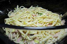 Spaghettisalat mit Schinken und Lauch