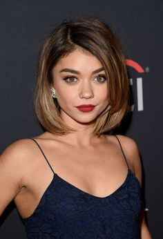 Sarah Hyland at 'The Grove Christmas with Seth MacFarlane' in 2015. http://beautyeditor.ca/2015/11/18/best-beauty-looks-jennifer-lawrence