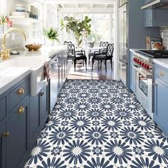 The majority of the flooring trends tend toward flooring that isn't difficult to care for and maintain over flooring that requires a lot of care. The most current 2018 flooring trends can hel… Kitchen Decorating, Home Decor Kitchen, Kitchen Interior, Cute Kitchen, Kitchen Tiles, Navy Blue Kitchen Cabinets, Best Flooring For Kitchen, Quality Kitchens, Cuisines Design