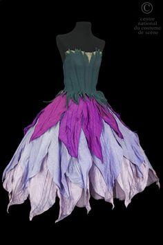 Costume de Campanule dans l'opéra Véronique de Messager. Centre National du Costume de scène (Moulins). http://cncs.skin-web.org/costume/une-campanule