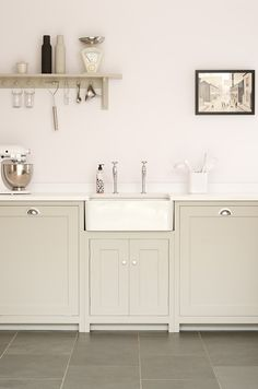 We love the butler sink and soft muted colours in this deVOL Real Shaker Kitchen… - Modern Country Kitchen, New Kitchen, Kitchen Dining, Kitchen Cabinets, Kitchen Sink, Kitchen Modern, Country Living, Kitchen Ideas, Kitchen Decor