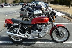 Long Valley Pub: Can you believe that this beautiful bike is at least 30 years old?
