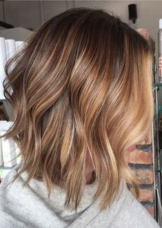 Popular Balayage Hair Color Ideas for Short Hair. Balayage-ombre is the most popular hair coloring technique for women recently Balayage Highlights, Hair Color Balayage, Highlights 2017, Short Balayage, Carmel Highlights, Balayage Lob, Honey Balayage, Brown Blonde Hair, Brunette Hair