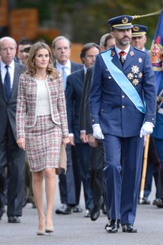 Princess Letizia media gallery on Coolspotters. See photos, videos, and links of Princess Letizia. Princess Style, Prince And Princess, Princess Fashion, Royal Family Pictures, Blazers, Estilo Real, Spanish Royal Family, Queen Letizia, Tweed Jacket