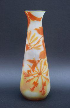 Lot : Émile GALLÉ (1846-1904) Vase en verre multicouche à décor dégagé à l'acide de[...] | In the sale Arts Décoratifs du XXe siècle - Design at Carvajal