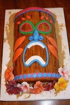 Tiki cake made for a luau party. Hawaiian Drinks, Hawaiian Bbq, Hawaiian Cakes, Hawaiian Parties, Luau Cakes, Beach Cakes, Party Cakes, Tiki Party, Luau Party