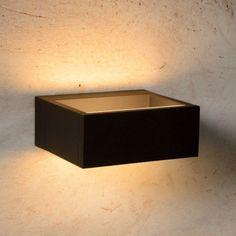 Caractéristiques techniques : Applique extérieure électrique LED Goa Matière : Applique rectangulaire en aluminium Dimensions : Hauteur de 6cm Largeur ...