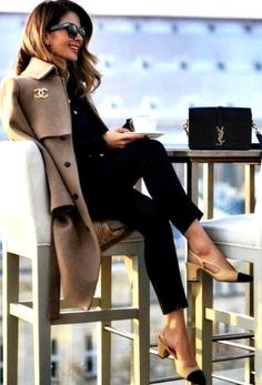 Classy Work Outfits Ideas For The Sophisticated Woman - Work Outfits Women Classy Work Outfits, Winter Outfits For Work, Black Outfits, Work Casual, Casual Chic, Classy Womens Outfits, Classy Winter Outfits, Classy Clothes, Outfit Work