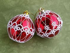Christmas ornaments with tatted lace -from Koroneczka on Etsy $36  #red #white #decor