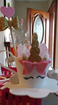 Unicorn Hat for girls. Unicorn Birthday Parties, Unicorn Party, Birthday Party Decorations, Party Themes, Kids Crafts, Foam Crafts, Diy And Crafts, Crazy Hat Day, Unicorn Crafts
