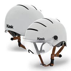 Mit dem Kask Life Style kann man dem oftmals zu sportlich angehauchten Style von Fahrradhelmen etwas Lässiges entgegensetzen. Der Polycarbonathelm hat vier große Öffnungen, die für eine angenehme L...