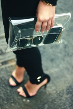 see-through clutch. You wouldnt have to dig around for things in your clutch and could even see if you have a text without opening your bag! Look Fashion, Diy Fashion, Fashion Bags, Cheap Fashion, Fashion Women, Fashion Handbags, Fashion Styles, Fashion Models, Fashion Beauty