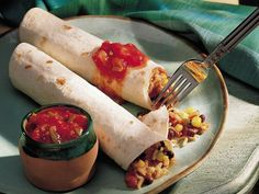 Salsa rice enchiladas. Spice up your #vegetarian meal -- perfect for lunch too! Enchiladas Au Poulet, Cheese Enchiladas, Chicken Enchiladas, Enchilada Recipes, Enchilada Sauce, Slow Cooker Black Beans, Vegetarian Enchiladas, Sauce Tomate, Sauce Au Fromage