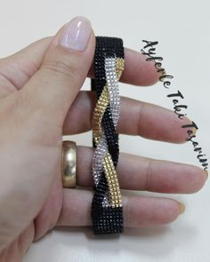 loom beading for beginners Bead Jewellery, Seed Bead Jewelry, Diy Jewelry, Beaded Jewelry, Handmade Jewelry, Jewelry Making, Loom Bracelet Patterns, Bead Loom Bracelets, Bead Loom Patterns
