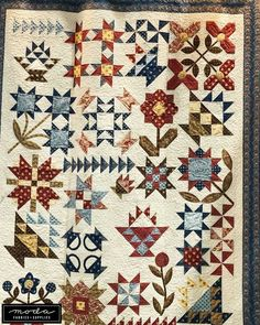 The fabrics are Sarah's Story by Betsy Chutchian, the pattern is by Bits 'n Pieces and it's a Moda Kit. Finishing at… Machine Quilting Patterns, Quilt Block Patterns, Quilting Designs, Quilt Blocks, Cute Quilts, Old Quilts, Antique Quilts, Patchwork Quilting, Scrappy Quilts