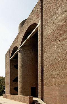 Indian Institute of Management, Ahmedabad, India, / Louis Kahn House Architecture Styles, Brick Architecture, Classical Architecture, Architecture Details, Interior Architecture, Landscape Architecture, Louis Kahn, Luigi Snozzi, Famous Architects