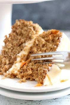 SUPER EASY CARROT CAKE - This Carrot Cake recipe starts with a spice cake mix and ends in pure delight. We use real carrots in our carrot cake and finish with a delicious cream cheese icing! Carrot Spice Cake, Easy Carrot Cake, Healthy Carrot Cakes, Spice Cake Mix, Cake Mix Carrot Cake Recipe, Carrot Cake Cupcakes, Cake Mix Recipes, Dessert Recipes, Easy Recipes