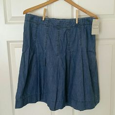 NWT Merona denim lightweight jean skirt This pleated chambray like denim skirt is twirly and flirty. It has a side zip with a hook, the waist is 32 and the length is 20.5. Merona Skirts