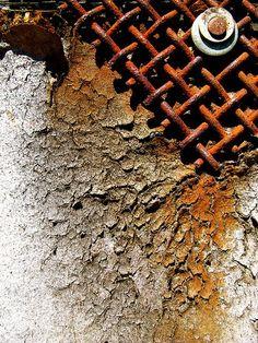 Rust for years. Bleeding Rust for years. mixture of texture interesting mesh with ?Bleeding Rust for years. mixture of texture interesting mesh with ? Foto Macro, Rust Never Sleeps, Rust In Peace, Texture Photography, Peeling Paint, Rusty Metal, Wabi Sabi, Textures Patterns, Oeuvre D'art