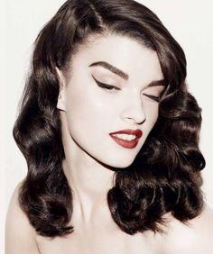 Crystal Renn makeup & curls