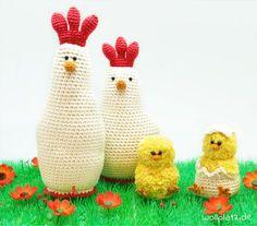 Hühnerfamilie häkeln - Häkeln Sie mit dieser gratis Anleitung Ihre eigene Hühnerfamilie. Total süß und pflegeleicht! Hier lesen...
