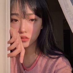 ulzzang girl girls woman women aesthetic korean japanese chinese beauty pretty beautiful lifestyle ethereal beauty girls east asian minimalistic grunge soft pastel light cute adorable 울짱 여자 r o s i e Korean Girl Ulzzang, Ulzzang Girl Fashion, Woman Fashion, Pretty Korean Girls, Cute Korean Girl, Asian Girl, Asian Cute, Pretty Asian, Uzzlang Girl