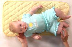 come sollevare dalla culla il bambino per non avere problemi con la shiena