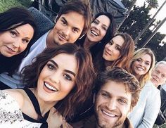 pll, pretty little liars, and lucy hale image Pretty Little Liars Series, Pretty Little Lies, Le Style Shay Mitchell, Pretty Little Liars Actrices, Images Kawaii, Step Up Revolution, Red Band Society, Beau Mirchoff, Chad Michael Murray
