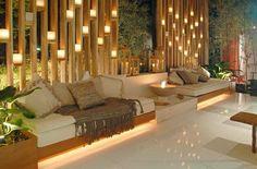 División iluminada de bambú