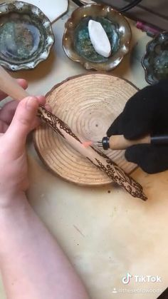 Wood Burning Tips, Wood Burning Techniques, Wood Burning Crafts, Wood Burning Patterns, Wood Crafts, Diy Arts And Crafts, Fun Crafts, Wood Burn Designs, Wood Projects That Sell