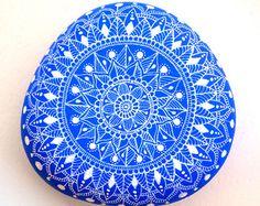 Mandala de piedra pintadas por ISassiDellAdriatico en Etsy