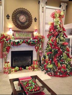 Brilliant 35+ Amazing Christmas Fireplace Decorating Ideas http://decorathing.com/home-apartment/35-amazing-christmas-fireplace-decorating-ideas/