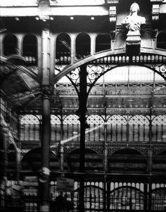 Robert Doisneau //  Les Halles, 1960. (  http://www.gettyimages.co.uk/detail/news-photo/les-halles-news-photo/121507162