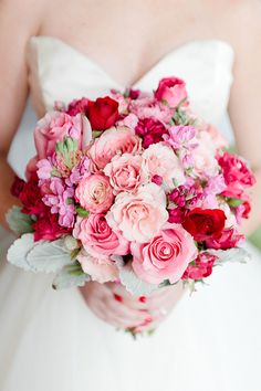 Pretty in pink Savannah Georgia wedding | Photo by Devon Donnahoo Photography - http://www.100layercake.com/blog/wp-content/uploads/2015/02/Black-red-pink-savannah-wedding-1.jpg