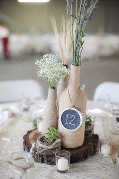 hochzeit tischdeko ideen rustikaler stil holzscheibe vasen