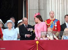 Queen Elizabeth II, Prince Philip, Duke of Edinburgh, Catherine, Duchess of Cambridge, Princess Charlotte of Cambridge, Prince George of Cambridge and Prince William, Duke of Cambridge look on from the balcony during the annual Trooping The Colour parade at the Mall on June 17, 2017 in London, England.  (Photo by Karwai Tang/WireImage)