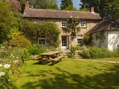 Oh, joy and adoration! Artist Janet Shearer's Old Stone House on Grogley Farm Cute Cottage, Farm Cottage, Cottage Homes, Old Stone Houses, Old Houses, English Decor, English House, Exterior Design, Gardens