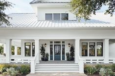 Magnolia homes, farmhouse front, modern farmhouse porch, farmhouse style, m Modern Farmhouse Exterior, White Farmhouse, Farmhouse Door, Farmhouse Landscaping, Texas Farmhouse, Modern Farmhouse Style, Vintage Farmhouse, Ramsey House, Joanna Gaines House