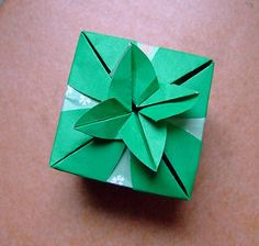 origami leaf box -