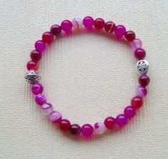 Bracelet yoga mala en perles d'agate rose et perles plaquées argent, motifs…